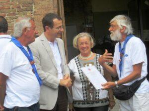 Donatella e  l'Assessore Mugnaioli accolgono gli Scout