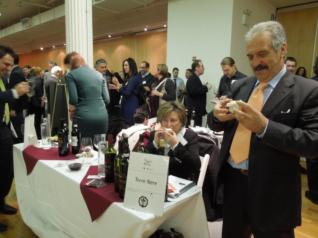 Brunello workshop New York Piera e Pasquale Vallone riescono a mangiare fra un cliente e l'altro