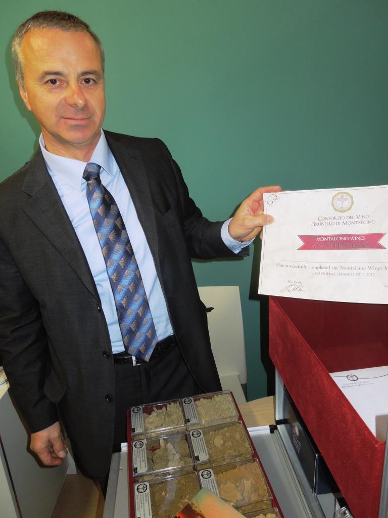 Stefano-Campatelli-Direttore-Consorzio-Brunello-di-Montalcino-Kit-per-Msterclass-Brunello-Vinitaly-2012