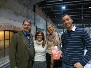 Marco Sabellico con Tiina e una sua collaboratrice con Francesco Azzarone