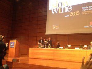 Premiazione di Gianluca Morino presentazione Guida Slow Wine