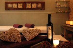 Fattoria-del-Colle-couple's_massage_with extravergin_olive_oil