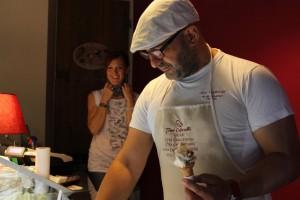 Toni Cafarelli al banco della gelateria di Montisi