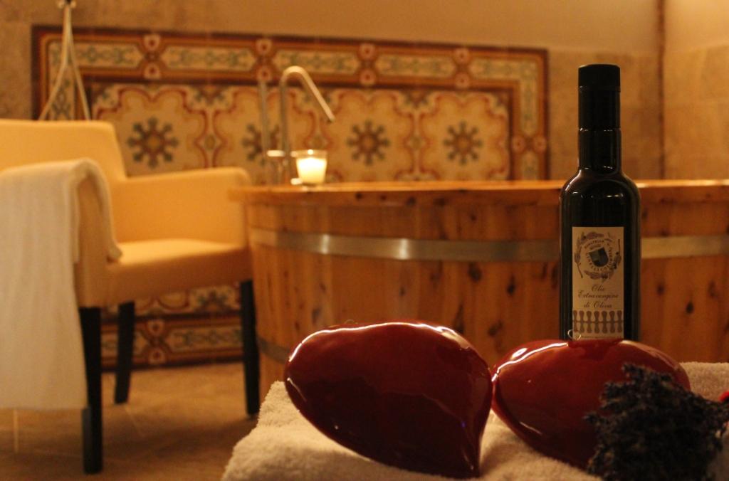Massaggio di coppia con olio, vinoterapia in due fattoria del Colle