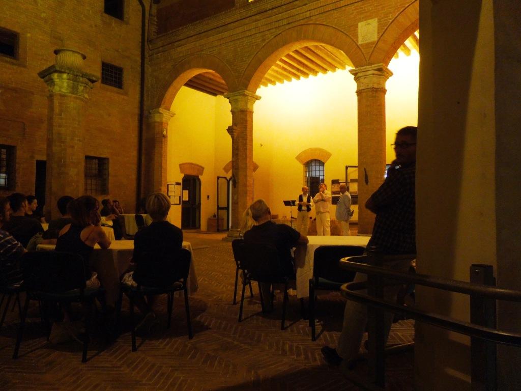 San-Giovanni-D'Asso-Castello cortile