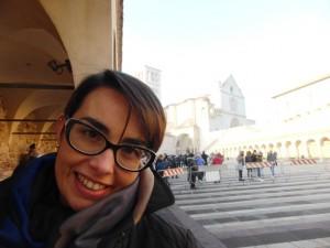 Violante a Assisi Basilica di San Francesco con transenne antiterrorismo