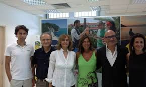Gabriele Micozzi e suoi collaboratori Donne e vino