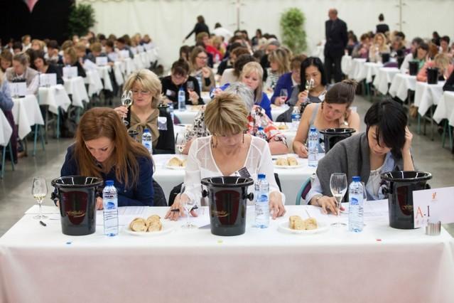 Feminalise-concorsi-di-vino-con-giuria-femminile-giurate-a-lavoro