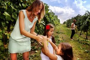 Aneri-vineyards-family
