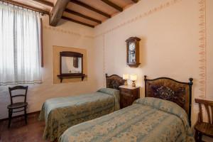 Agriturismo-Toscana-Fattoria-del-Colle-twin -room-guardia