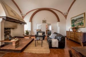 Agriturismo-Toscana-Fattoria-del-Colle- Oliviera -Sitting Room