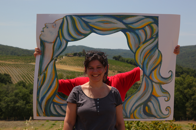 Prove-cornice-per-selfie-Donna-che-guarda-Alessia-Bernardeschi