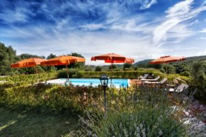 Villa-per-le-feste-Toscana-Archi-piscina-Fattoria-del-Colle-agriturismo