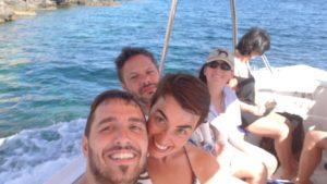 Enrico-Violante-Andrea-e-Elena-in-barca-verso-Comino