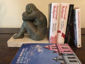 libri-di-Sveva-Casati-Modignani-e-Luca-Bianchini-scultura-di-Piero-Sbarluzzi