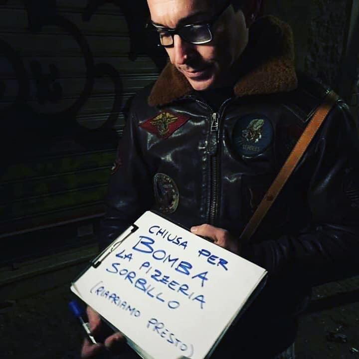 Gino-Sorbillo-davanti-alla-pizzeria-distrutta-dalla-bomba