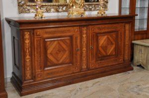 mobili-antichi-che-contaminano-i-calici-da-vino