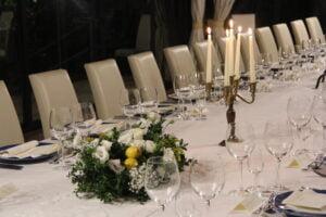 Mettere a tavola i calici del vino
